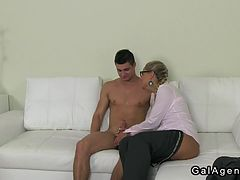 Amateur dude fucking female agent on couch