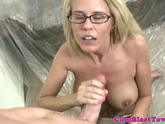 Cumshot loving cougar gets cum sprayed
