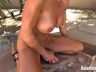 Milf fucks hersself out doors